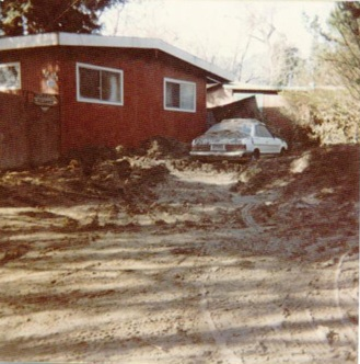 Day after Jan. 4, 1982 Flood, Felton Grove. 470 River Rd. Photo by Vicki Wees.
